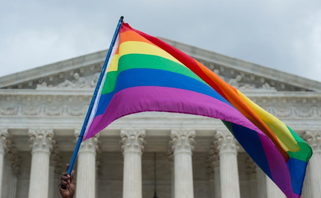 Defying Supreme Court, US clerk again refuses to wed gays