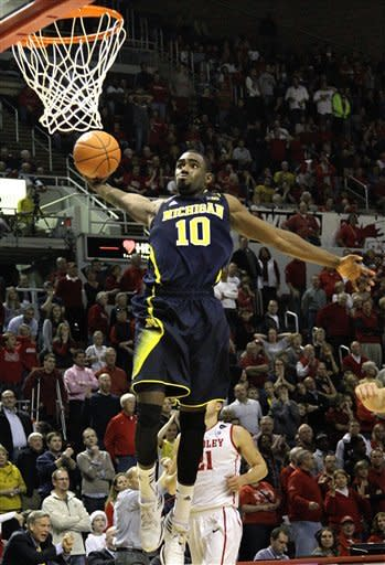 No. 3 Michigan survives Bradley, 74-66