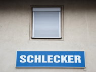sterreicher will 600 frhere Schlecker-Filialen bernehmen