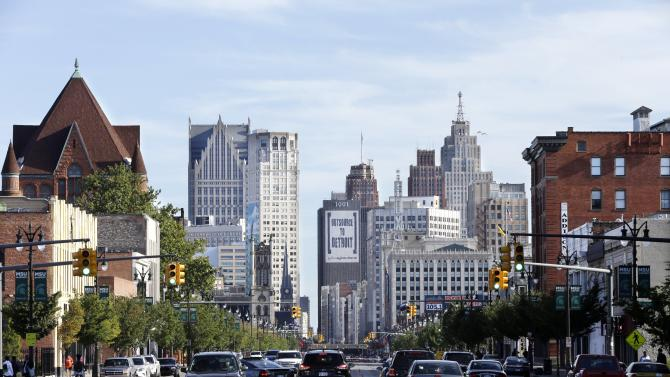 Detroit bets on uncertainty of rail, new arena