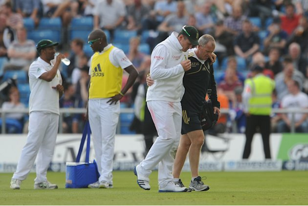 South Africa's Graeme Smith has been passed fit following a knee injury