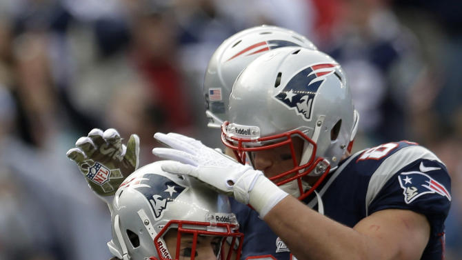 New England Patriots running back Danny Woodhead (39) is congratulated by teammate Rob Gronkowski, right, after his touchdown during the first half of an NFL football game at Gillette Stadium in Foxborough, Mass., Sunday, Nov. 11, 2012. (AP Photo/Elise Amendola)