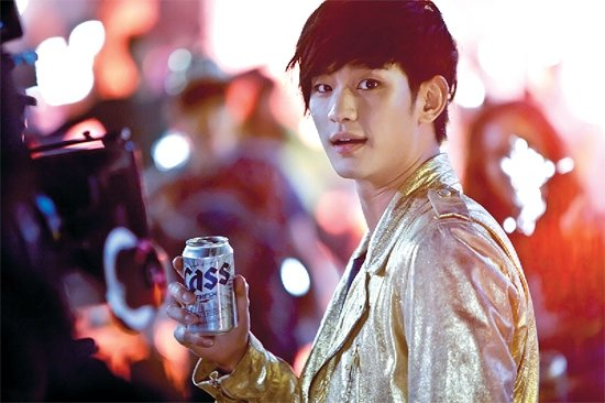 Kim Soo Hyun′s Preview Image for Cass Beer Released