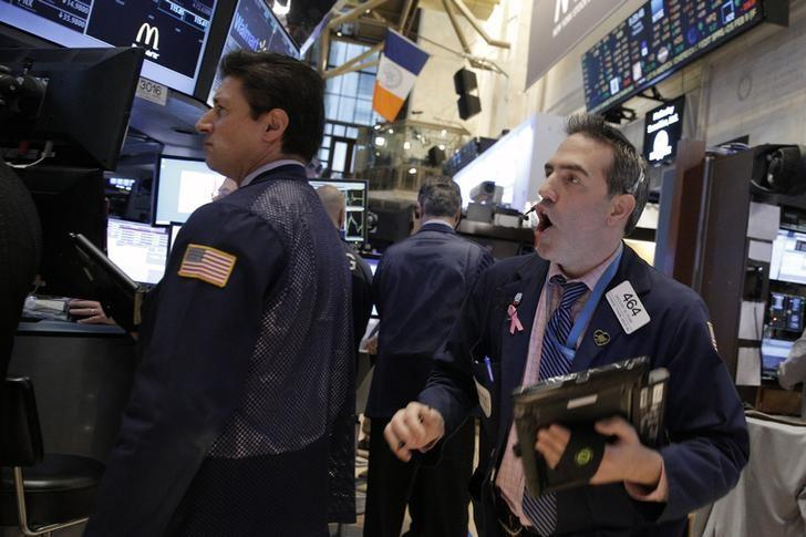 S&P 500 ends flat; Fed sees risks but unlikely to reverse course