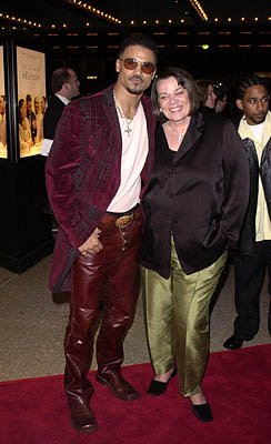 Premiere: Shemar Moore and his mother at the Century City premiere of Screen Gems' The Brothers - 3/21/2001