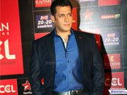 Salman debuts as host at Star Guild Awards 2013