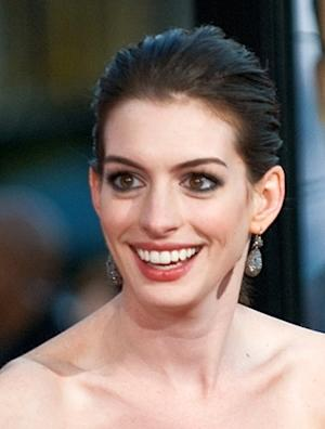 'Saturday Night Live'--Anne Hathaway Soars with the Sloppy Swish