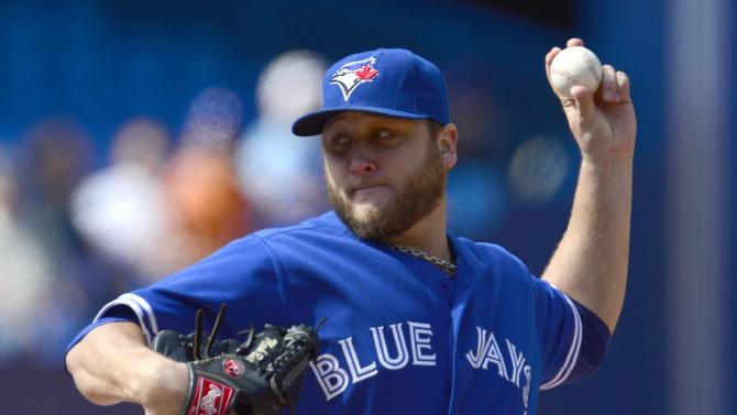 Escobar riles up crowd, Rays beat Blue Jays in 10