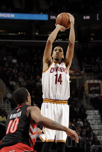 Irving-less Cavaliers down Raptors 103-92