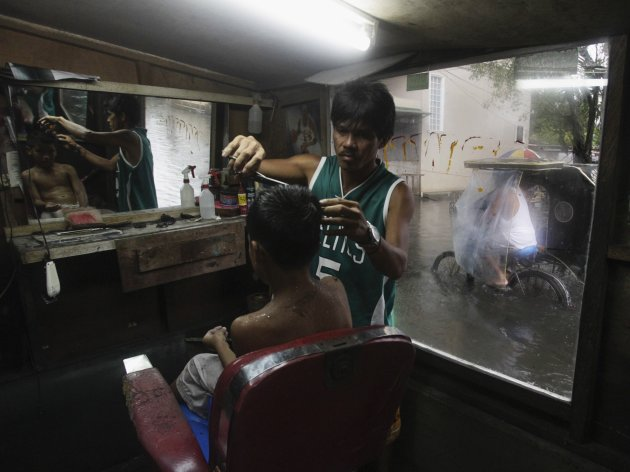 2012-08-10T143926Z_2005296348_GM2E88A1B8J01_RTRMADP_3_PHILIPPINES-FLOODS - Life goes on... - Philippine Photo Gallery