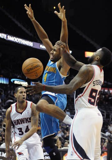 Devin Harris leads Hawks past Hornets 97-68
