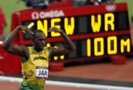 Jamaica&amp;#39;s Usain Bolt celebrates winning the men&amp;#39;s 4x100m relay final (REUTERS) 
