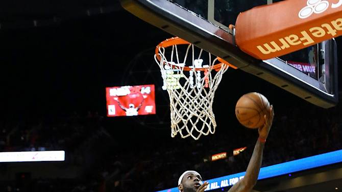 James scores 25 as Heat hold off Cavs, 114-107