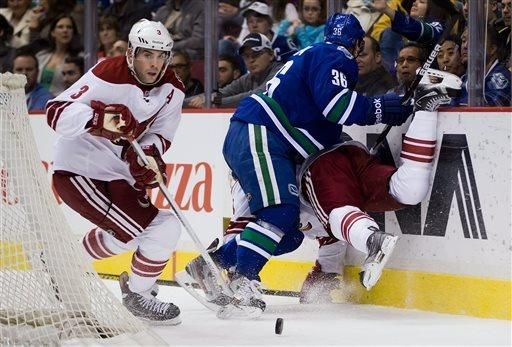 Kesler scores in return, Canucks stop Coyotes, 2-0
