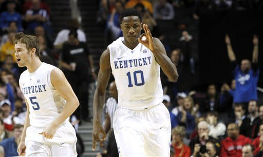 No. 3 Kentucky hangs on for 72-69 win over Terps