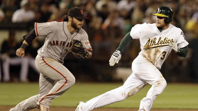 Giants spoil Hammel's debut, beat A's 5-2