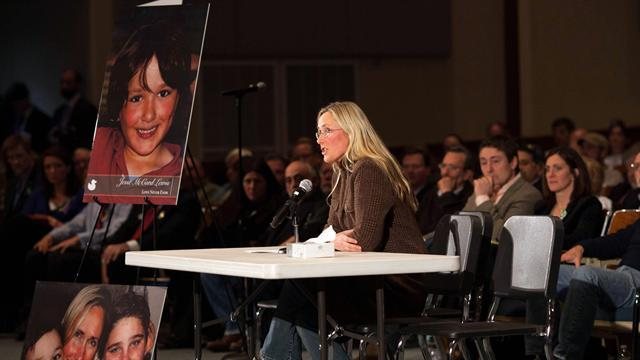 "Newtown mother: Let tragedy be ""event that turned the tide"""