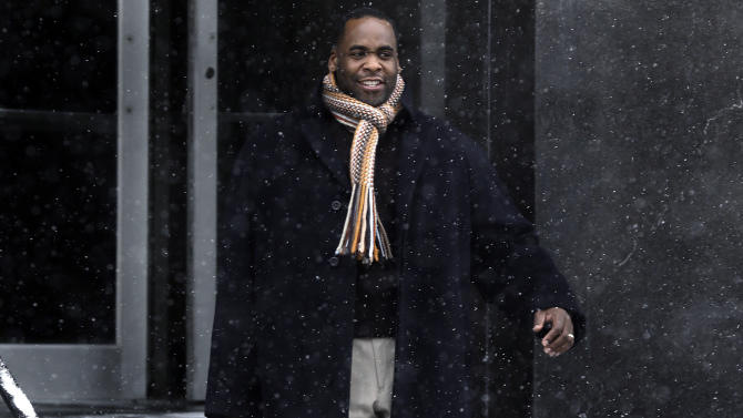 Former Detroit Mayor Kwame Kilpatrick leaves federal court in Detroit, Friday, Jan. 25, 2013. Kilpatrick will spend this weekend in prison as a penalty for 14 parole violations, a state spokesman said Friday. Kilpatrick is to report to the Detroit Reentry Center Friday afternoon and will be released from custody early Monday. (AP Photo/Paul Sancya)