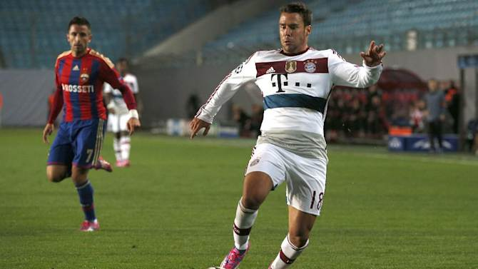 Bayern's Juan Bernat accepts the ball before CSKA's Zoran Tosic, left, during the Group E Champions League match between CSKA Moscow and Bayern Munich at Arena Khimki stadium in Moscow, Russia, Tuesday Sept. 30, 2014. (AP Photo/Pavel Golovkin)