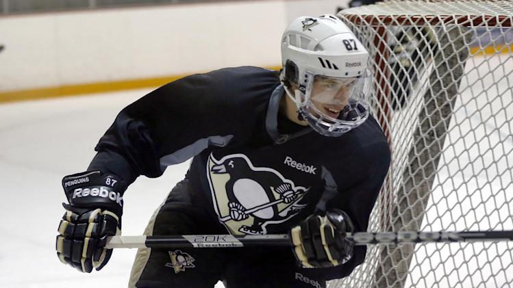 Pittsburgh Penguins' Sidney Crosby participates with the team at an NHL hockey practice on Friday, April 26, 2013, in Canonsburg, Pa. (AP Photo/Keith Srakocic)