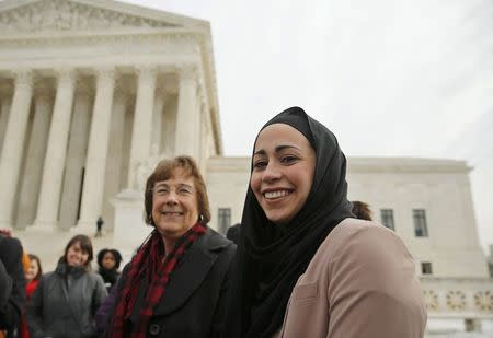 U.S. justices show support for Muslim woman denied job due to head scarf