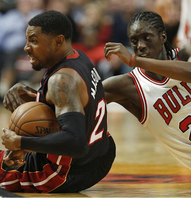 Miami Heat guard Roger Mason Jr., left, keeps the ball away from Chicago Bulls forward Tony Snell, right, during the second half of an NBA basketball game in Chicago, Thursday, Dec. 5, 2013. The Bulls
