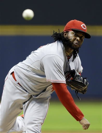 Votto's RBI double helps Reds beat Brewers 2-1