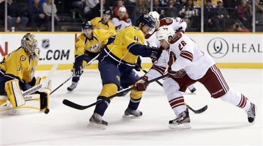 Rinne makes 19 saves, Predators blank Coyotes 3-0