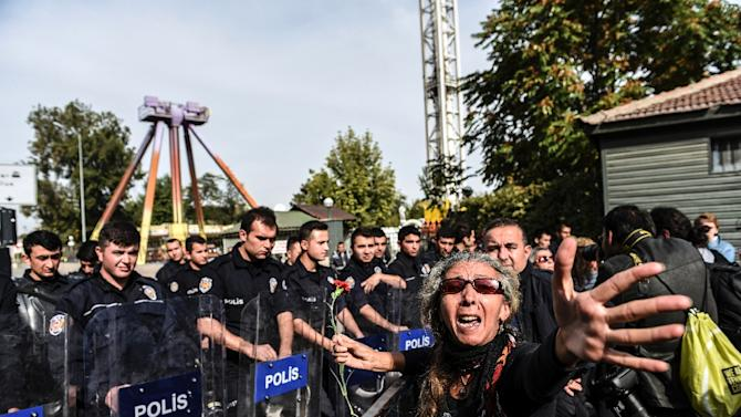 A Turkish woman argues with police who are blocking the way to the site of the bomb attacks in Ankara, on October 11, 2015