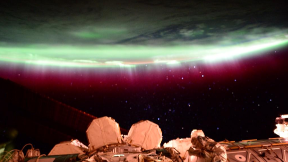 Southern Lights Shimmer in Antarctica's Night Sky (Photo)