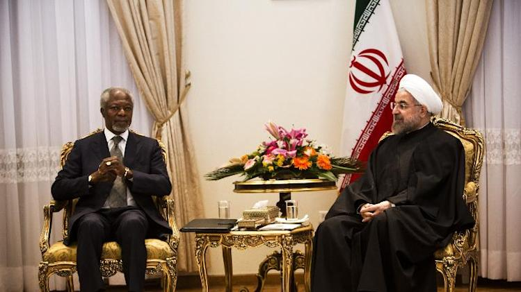 Iranian President Hassan Rouhani (R) meets with former United Nations chief Kofi Annan during a meeting in Tehran on January 28, 2014