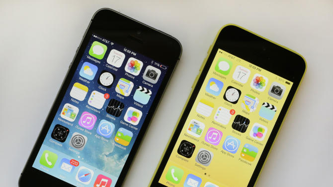 AP reviews new smartphones: new iPhones and more
