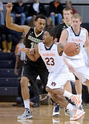Vanderbilt holds on for 62-55 victory over Auburn