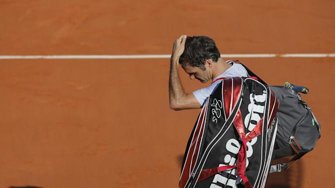 Switzerland's Roger Federer leaves the court after losing to France's Jo-Wilfried Tsonga during their quarterfinal match of the French Open tennis tournament at the Roland Garros stadium Tuesday, June 4, 2013 in Paris. Tsonga won 7-5, 6-3, 6-3. (AP Photo/Michel Spingler)