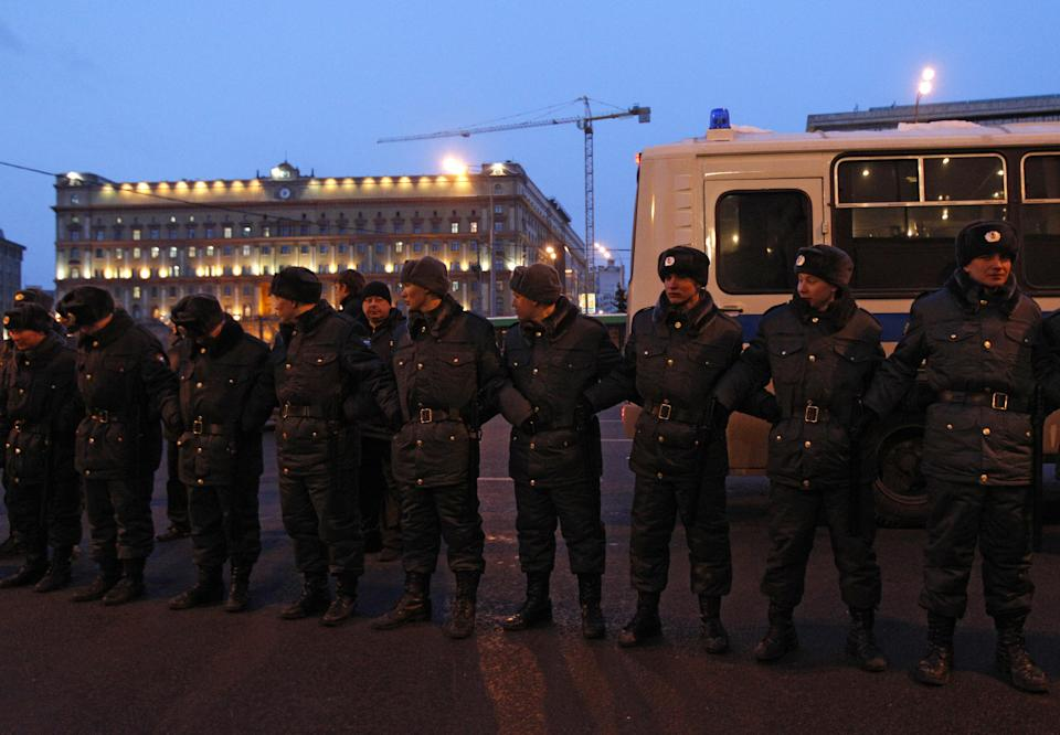 Russian police officers block the street to prevent protests near the Central Election Committee in Moscow, Monday, March, 5, 2012. Demonstrators are contesting the outcome of the vote, pointing to a campaign heavily slanted in Putin's favor and to reports of widespread violations in Sunday's ballot. (AP Photo/Ivan Sekretarev)