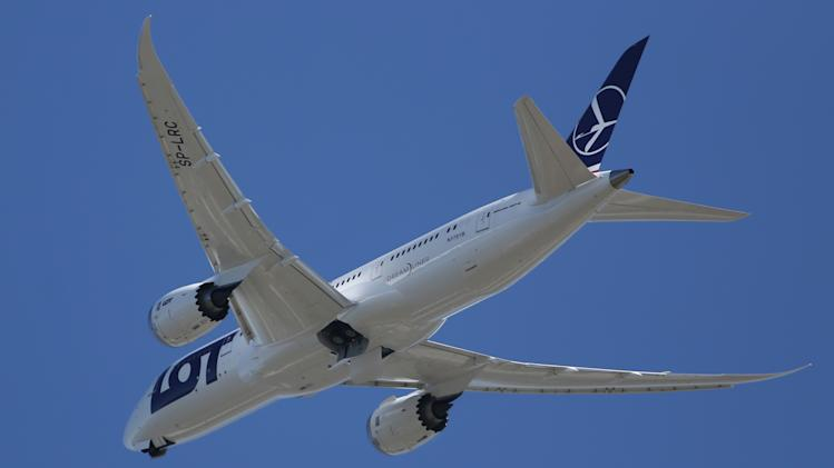 Boeing 787 makes test flight to check battery