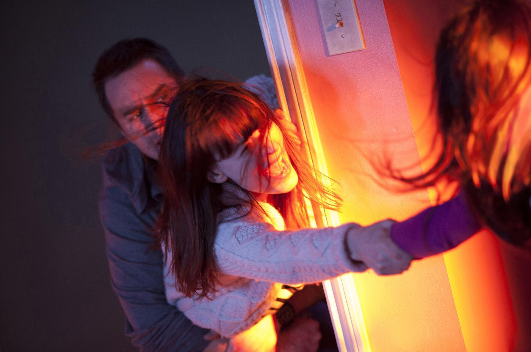 Review: 'Poltergeist' solid remake of haunted house classic