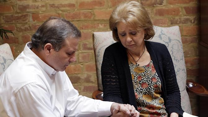 """Kent and Bonnie Collar of Wetumpka, Ala., hold hands during a news conference in Montgomery, Ala., Thursday, Oct. 11, 2012. Their attorney, Jere Beasley, was  describing the videotaped death of their son, University of South Alabama freshman Gil Collar.  """"I can tell you without reservation nothing we saw in the videotape justified the use of deadly force in this case,"""" said Beasley, a former Alabama lieutenant governor. (AP Photo/Dave Martin)"""