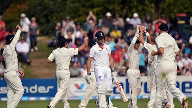 New Zealand's Neil Wagner, second right, celebrates the wicket of Nick Compton
