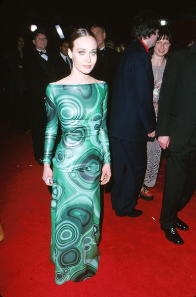 Swathed in psychedelic sea-hued bubbles and spheres, Fiona showed off her petite frame at the 2000 Academy Awards. (Steve Grantiz/WireImage)