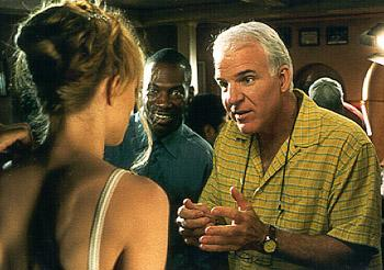 Bowfinger ( Steve Martin ) explains the upcoming scene to Daisy ( Heather Graham ) while Jiff ( Eddie Murphy ) eagerly grins in anticipation