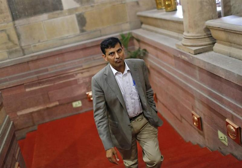 Raghuram Rajan walks inside the finance ministry in New Delhi August 6, 2013. REUTERS/Adnan Abidi/Files