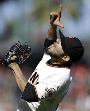 Pence, Giants rally past O's; Davis hits 42nd HR