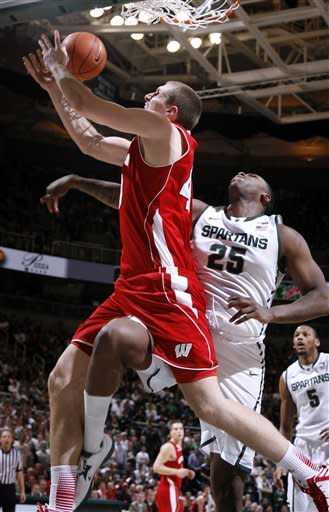 No. 10 Michigan State beats No. 22 Wisconsin 58-43