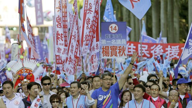 Taiwan's President and the Nationalist Party's (KMT) Chairman Ma Ying-jeou marches with Sean Lien, KMT's Taipei mayoral candidate, during a campaign rally ahead of the local election in Taipei