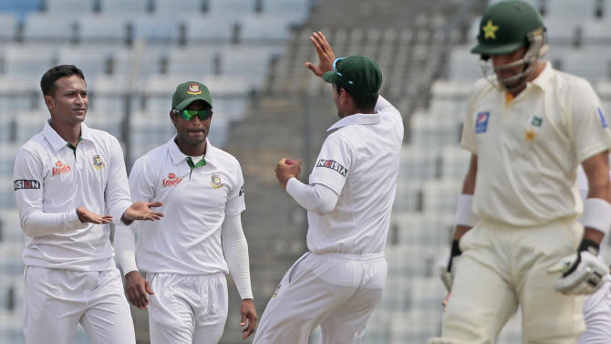Bangladesh's Shakib Al Hasan, left, celebrates with his teammates the dismissal of Pakistan's captain Misbah-ul-Haq, right, during their second day of the second test cricket match in Dhaka, Bangladesh, Thursday, May 7, 2015. (AP Photo/ A.M. Ahad)