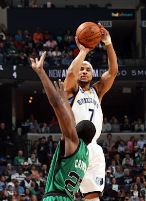 Bayless' 30 leads Grizzlies past Celtics, 110-106
