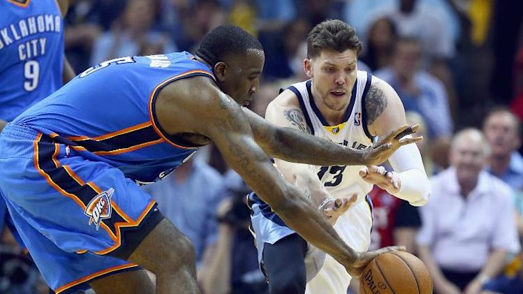 Mike Miller (R) of the Memphis Grizzlies and Kendrick Perkins of the Oklahoma City Thunder during Game 3 of the Western Conference Quarterfinals in Memphis, Tennessee on April 24, 2014