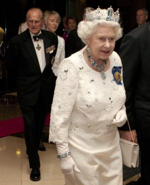 Queen Elizabeth arrives for a dinner at the Commonwealth Heads of Government in Perth, Australia Friday Oct .28, 2011.   (AP Photo/The Canadian Press, Adrian Wyld)