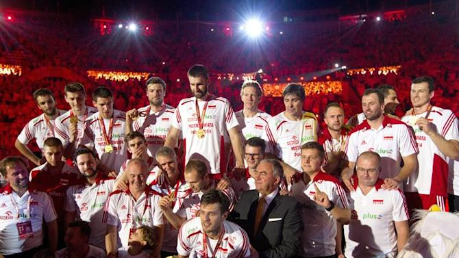 . Katowice (Poland), 21/09/2014.- Polish players celebrate their win in the final match between Poland and Brazil of the FIVB Volleyball Men's World Championship Poland 2014 at the Spodek in Katowice, Poland, 21 September 2014. (Brasil) EFE/EPA/ANDRZEJ GRYGIEL POLAND OUT